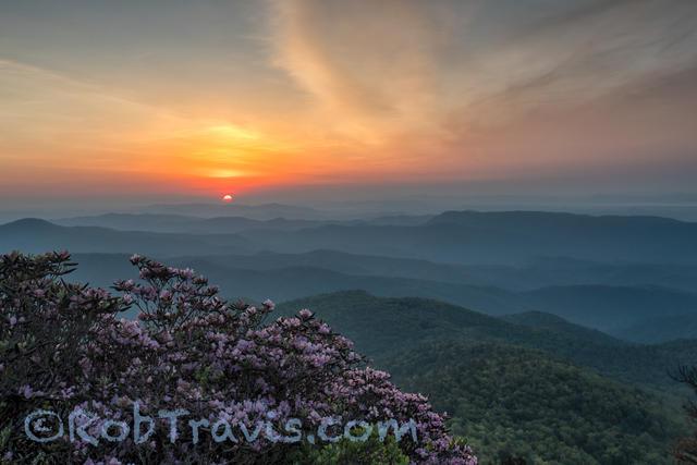 Linville Gorge Sunrise, Hawksbill Mountain. Linville Gorge